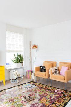 Decoración de una casa semi-adosada llena de color