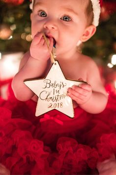 christmas photoshoot Babys First Christmas ornament Xmas Photos, Family Christmas Pictures, Holiday Pictures, Winter Baby Pictures, Babies First Christmas, 1st Christmas, Baby Girl Christmas, Baby First Christmas Ornament, Christmas Ideas