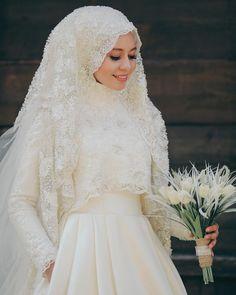 """866 Beğenme, 10 Yorum - Instagram'da Zeynep + Seyfullah Yalçınkaya (@fotografevim): """"Güzel gelinimiz Büşra  Çekimler hakkında bilgi almak için DM den yada 0546 742 12 93 whatsapptan…"""" Muslim Wedding Gown, Hijabi Wedding, Wedding Hijab Styles, Muslimah Wedding Dress, Muslim Wedding Dresses, Muslim Brides, Dream Wedding Dresses, Wedding Attire, Bridal Dresses"""