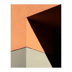 "Gefällt 465 Mal, 8 Kommentare - @m.c.e.m.c.e auf Instagram: ""#minimalmood #lightandshadow #minimal #angles #architecture #shadowhunters #shape #geometry #urban…"""