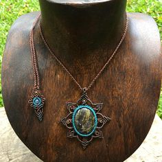 This necklace is made in the beautiful macrame knot without any use of glue and wire. Labradorite is a power stone, allowing you to see through illusions and determine the actual form of your dreams and goals. It is excellent for strengthening intuitions. Blue Kyanite can be used to