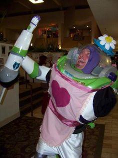 Hola soy la señora Nesbit! jajajajaja genial #ToyStory #BuzzLightYear