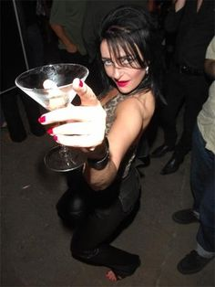 Oh damn, you lookin fine. Let's party Siouxsie. <3 <3