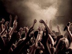 concerten zijn vaak super leuk. Je hebt verschillende soorten concerten pop classic enzo. Maar ik hou erg van pop / dans concerten.