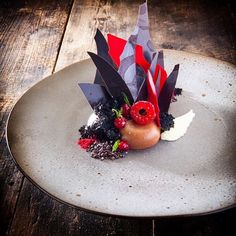 Young coconut, oak smoked Tanzania chocolate, raspberry, merlot, black pearl cacao ⭐️ by ⭐️Join our Cookniche Culinary… Weight Watcher Desserts, Mini Desserts, Plated Desserts, Michelin Star Food, Modern Food, Low Carb Dessert, Food Decoration, Love Eat, Cupcakes