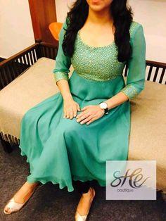 Salwar Neck Designs, Kurta Neck Design, Dress Neck Designs, Kurta Designs Women, Indian Fashion Dresses, Indian Designer Outfits, Fashion Wear, Indian Outfits, Designer Anarkali Dresses