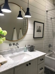 Are you searching for pictures for farmhouse bathroom? Check out the post right here for cool farmhouse bathroom images. This particular farmhouse bathroom ideas seems fantastic. Chic Bathrooms, Master Bathroom Decor, Bathroom Interior, Farmhouse Bathroom Decor, Modern Farmhouse Bathroom, Small Bathroom, Bathroom Design, Farmhouse Bathroom, Contemporary Bathroom Furniture