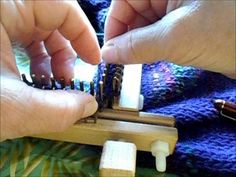 Knitting around the corner on a small gauge Kiss loom with large ends