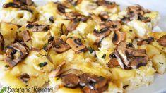 Focaccia cu ciuperci este un preparat cu specific italian care se prepara dintr-un aluat asemanator celui de paine la care se adauga ulei de masline pentru a obtine o textura pufoasa la interior si crocanata la suprafata. Peste acest aluat se pot adauga diverse ingrediente pentru a imbogati gustul preparatului. Hawaiian Pizza, Mashed Potatoes, Ethnic Recipes, Food, Whipped Potatoes, Smash Potatoes, Essen, Meals, Yemek