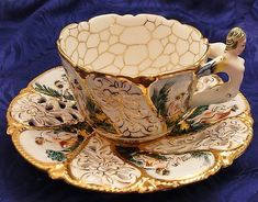 Beautiful tea cup ande saucer c Tea Cup Set, My Cup Of Tea, Tea Cup Saucer, Tea Sets, Antique Tea Cups, Vintage Cups, Teapots And Cups, China Tea Cups, Tea Time