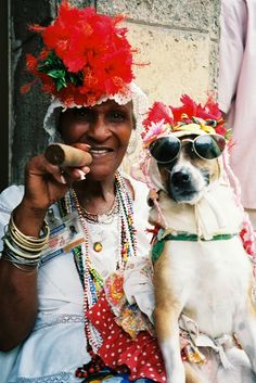 local-woman-and-her-dog-pose-in-havana.jpg (500×749)