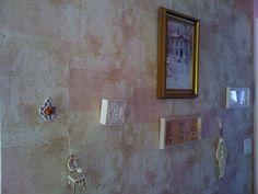 love the shabby chic wallpaper