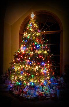 Christmas Scenes, Christmas Mood, Noel Christmas, Merry Little Christmas, Vintage Christmas, Christmas Ideas, Merry Christmas Images, Christmas Bedroom, Primitive Christmas
