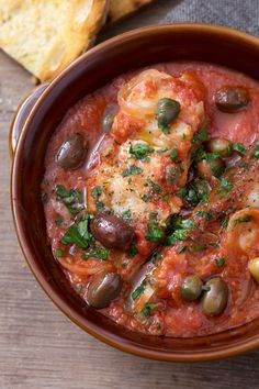 Baccalà in umido Codfish stew: a simple and tasty second course, which will conquer everyone . [Stew cod with tomato sauce] Fish Recipes, Seafood Recipes, Pasta Recipes, Cooking Recipes, Healthy Recipes, Fish Dishes, Seafood Dishes, Plat Simple, Italian Recipes