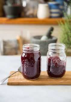 This is a very easy recipe for cranberry jelly that will have you making it yourself from here on out. It's also the first time I've ever made it because Cranberry jelly is not a big th…