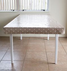 Table makeover and DIY fitted tablecloth tutorial- Using 'chalk' oilcloth so the kids can color during mealtimes. Dining Table Cloth, Dining Room Table, Dining Rooms, Corner Table, Kid Table, Picnic Table Covers, Fitted Tablecloths, Bunk Bed With Desk, Sewing Ideas