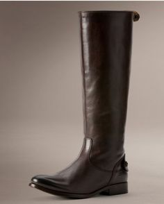 This is another classic gorgeous boot with a back zipper.
