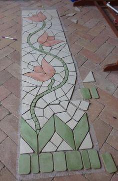 készül az első oszlop mozaik burkolata