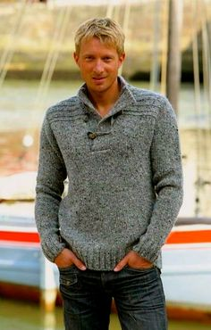 Pull gris chiné Out Of Ireland au col boutonné. Mens Knit Sweater Pattern, Sweater Knitting Patterns, Men Sweater, Lakme Fashion Week, Mens Jumpers, Pulls, Knitwear, Knit Crochet, Mens Fashion