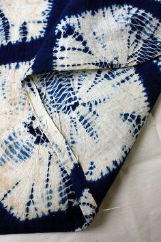 kikko kumo shibori by orime Shibori Fabric, Shibori Tie Dye, Dyeing Fabric, Tye Dye, Textile Dyeing, Diy Broderie, Japanese Textiles, Indigo Dye, Fabric Manipulation