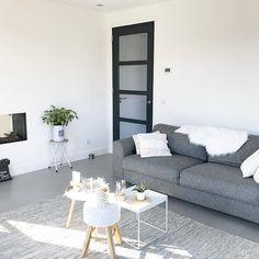 voor #witwonen #whiteinterior #whiteliving #nieuwbouw #nieuwbouwhuis #interiorinspiration #interiordesign #interiordecor #interior #homesweethome #homedecor #interiorstyling #vtwonenbijmijthuis #binnenkijken #interieur #interieurstyling #instahome #interior4all #naturalliving #homestyle #homestyling #dreamhome #showhometop5 #showhome #myhome2inspire #woonkamer #livingroom #bellfires Interior Design Living Room, Living Room Decor, Bedroom Decor, Bedroom Ideas, Home Reno, Sustainable Design, Glass Door, Design Trends, Sweet Home