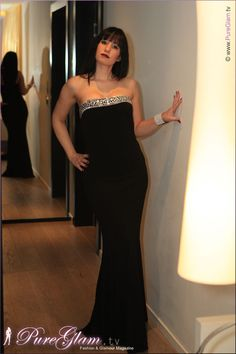 New Years Eve Outfit – Long evening dress with pink high heels and jewelry