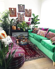 Living room green couch house plants 52 Ideas for 2019 Bohemian Interior Design, Bohemian Bedroom Decor, Boho Decor, Hippie Chic Decor, Bohemian Style, Bohemian Furniture, Bohemian Room, Bohemian Living Rooms, Living Room Green