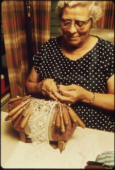 "Making ""Bohemian Lace"". Mundillo de Moca, PR."