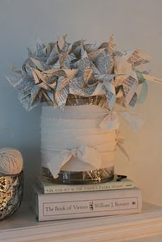 Paper pinwheels with style. Paper Art, Paper Crafts, Diy Crafts, Paper Pinwheels, Bridal Show, Shop Window Displays, Garlands, Newspaper, 4th Of July