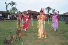 राजनांदगांव जिले के पंचायत प्रतिनिधियों ने नया रायपुर स्थित पुरखौती मुक्तांगन का भ्रमण किया. यहाँ हाल ही में स्थापित आमचो गाँव में उन्होंने बस्तर की संस्कृति की झलक देखी. आदिवासियों की संस्कृति, घोटुल प्रथा का जीवंत चित्रण, काष्ठ कला का अद्भुत नमूना यहाँ देखने को मिलता है. महिला प्रतिनिधियों ने गेड़ी पर चढ़कर आनन्द लिया.