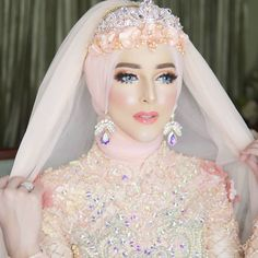 See More makeup hijab Muslimah Wedding Dress, Muslim Wedding Dresses, Muslim Brides, Muslim Dress, Bridal Hijab, Wedding Hijab, Wedding Poses, Beautiful Hijab, Beautiful Dresses