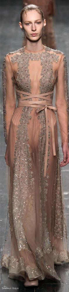 Jenny Packham Spring 2015 New York Fashion Week Runway Photo Style Couture, Couture Fashion, Runway Fashion, Fashion Trends, London Fashion Weeks, Jenny Packham, Couture Dresses, Women's Dresses, Beautiful Gowns