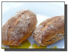 Druhý den přidáme zbytek surovin a vymícháme těsto, které, omoučené, necháme kynout (2-3h). Pak lehce propracujeme, uděláme delší veku, omoučíme... Russian Pastries, Russian Dishes, Russian Recipes, Slovak Recipes, Borscht Soup, Beet Soup, Sour Cream Sauce, Sourdough Bread, Diet