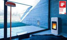 Minimal design pellet stove thanks to the absence of front jets; made of steel with ceramic or soapstone front, aluminum black powder-coated black top and base. The ceramic front is available in the following colours: white, red, soapstone, black, bordeaux.