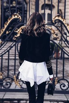 Found my perfect statement jacket as I was getting ready for Paris Fashion Week and I fully intend to wear it all the time and with everything! Seriously, it looks amazing with just about every bottom Street Chic, Street Style, Mode Simple, White Fashion, Paris Fashion, Fashion 2020, Jackets For Women, Clothes For Women, Military Fashion