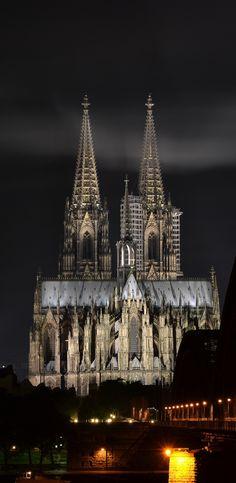 Kölner Dom bei Nacht. Zrip.de | Wallpaper Kölner Dom 1920x1080px