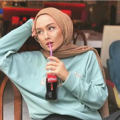 modern hijab fashion Image may contain: 1 person Modern Hijab Fashion, Street Hijab Fashion, Hijab Fashion Inspiration, Muslim Fashion, Mode Inspiration, Fashion Outfits, Hijab Turban Style, Hijab Style Dress, Casual Hijab Outfit