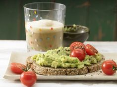 The Avocado Cream on Whole-Wheat Bread recipe out of our category Dips! EatSmarter has over healthy & delicious recipes online. Avocado Creme, Whole Wheat Bread, Cold Meals, Superfood, Cooking Time, Food Inspiration, Breakfast Recipes, Tomato Breakfast, Yummy Food