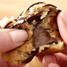 Deep Fried Cookie Dough – OMG seriously the best dessert ever! Enjoyed the deep-fried cookie dough awesomeness of the state fair all year round. Chocolate chip cookie dough dipped in homemade batter, and fried to a fluffy, golden crispy ball with a warm and melty chocolate chips inside. Quick and easy recipe. Perfect for party desserts. No bake, vegetarian. Video recipe.   Tipbuzz.com