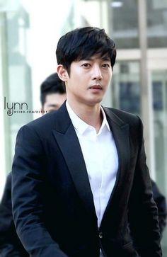 KHJ Arriving to Seoul District Court 2017 Cr: As tagged Kim Bum, Boys Over Flowers, Korean Men, Asian Men, Korean Celebrities, Korean Actors, Pretty Men, Beautiful Men, Kim Joon Hyun