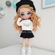 Crochet Dolls, Crochet Hats, Instagram V, Amigurumi Doll, Doll Toys, Foto E Video, Lana, Doll Clothes, Plush