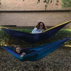 College isn't always about hanging out but it sure makes it better  #hammocklife #lifeisgood #collegelife #enonation #enohammock by @starstuddednight