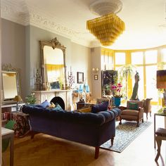 Matthew Williamson& London flat featured in World of Interiors magazine May 2015 edition. Photography by Simon Upton. Eclectic Living Room, Living Room Decor, Living Spaces, Living Rooms, World Of Interiors, Style At Home, Living Etc Magazine, Interiors Magazine, Funky Home Decor