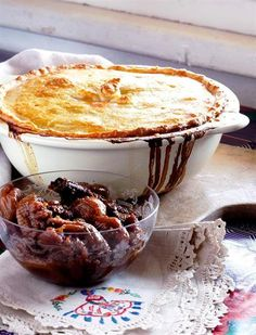 Springbok Pie with Fig & Rooibos Compote Oven Chicken Recipes, Dutch Oven Recipes, Venison Recipes, Kos, Salted Caramel Fudge, Salted Caramels, South African Recipes, Cafe Food, Tea Recipes