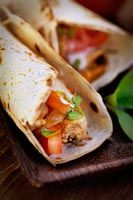 These delicious, no-fuss wraps from Accredited Practising Dietitian Maria Packard are an ideal energy boost during the working week. Healthy Gourmet, Healthy Snacks, Healthy Recipes, Easy Wrap, Chicken Satay, Nutrition Articles, Healthy Food Choices, Health Fitness, Wraps