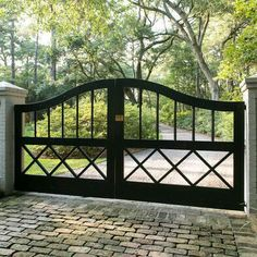 Driveway gates are so beautiful - most of the big macmansions being built nowadays should have these! it Driveway gates are so beautiful - most of the big macmansions being built nowadays should have these! it would make them more stately looking. Tor Design, Fence Design, House Design, Driveway Design, Front Gates, Entry Gates, Front Fence, Driveway Entrance, Farm Entrance Gates