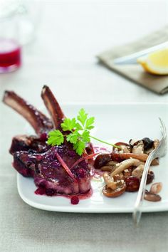 Côtelettes de chevreuil aux airelles - Larousse Cuisine