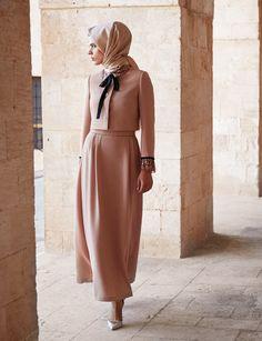 modest fashion Pembe Takm Kayra 2015 K Islamic Fashion, Muslim Fashion, Modest Fashion, Hijab Fashion, Fashion Dresses, Hijab Dress, Hijab Outfit, Modele Hijab, Beautiful Hijab