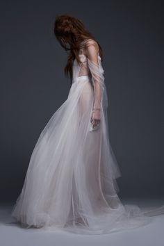 Inspired by young love, Vera Wang Bridal's fall 2017 collection presents romantic shapes with edge. From slim and sleek silhouettes to dramatic ballgowns, the Vera Wang bride has quite a number of options. The new season focuses on traditional touches such as corsets and draped fabrics. To contrast the button-up accents are sheer layers of …