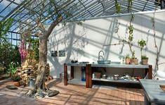 Reportage: De bor i et glashus Glass House Garden, Home And Garden, Glass Pavilion, Conservatory Garden, Glass Extension, Natural Building, Cafe Interior, Construction, Mediterranean Style